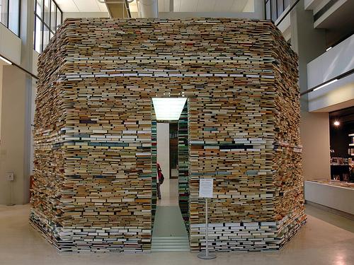 Лиссабонский домик полностью сделанный из книг