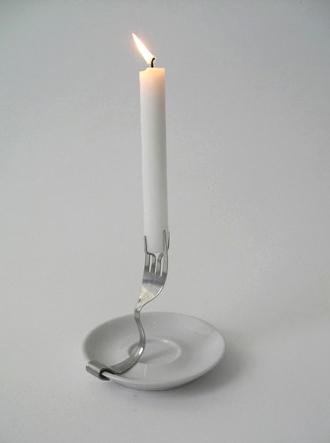 подсвечник из вилки и тарелки