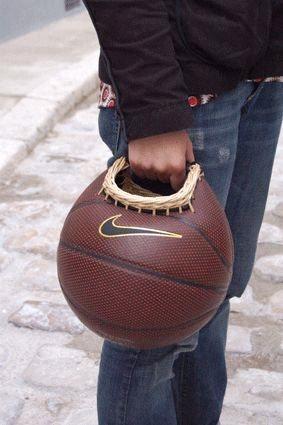 Сумка из мяча (поделка из мяча)