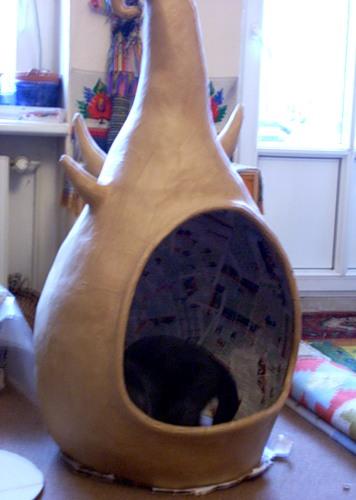 Домик для кошки из папье маше